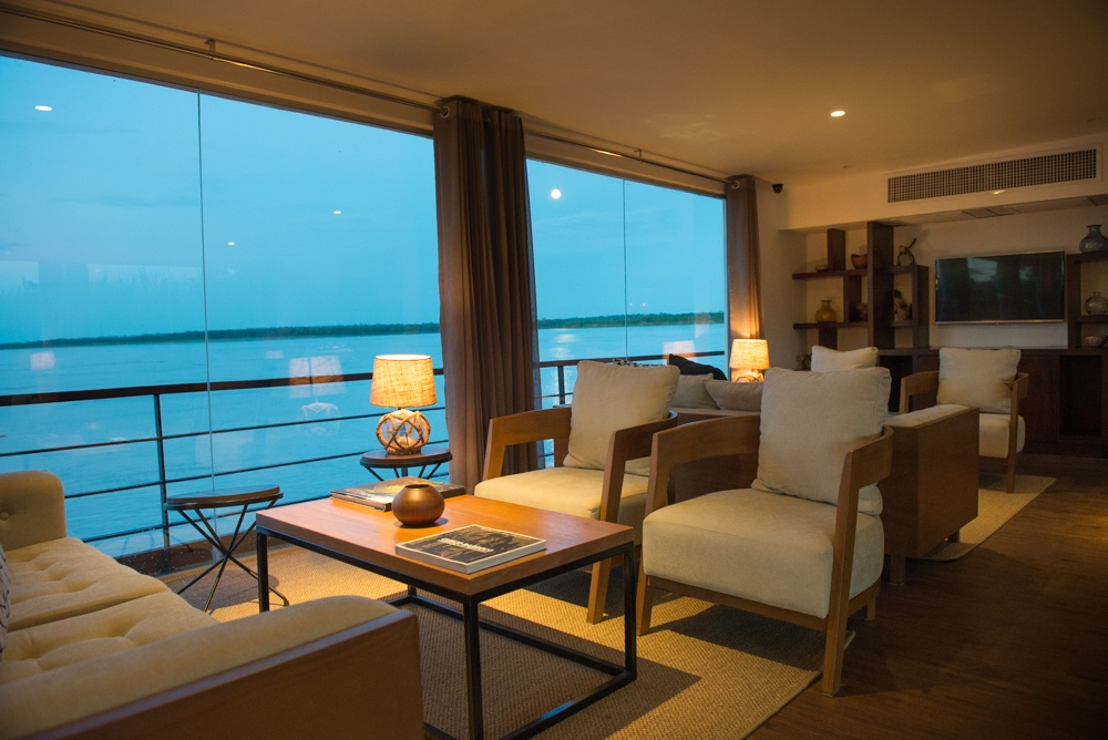 zafiro-Indoor-Lounge